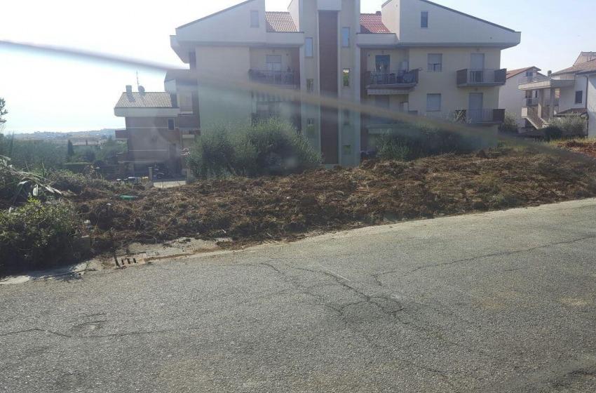 """Giulianova dichiara guerra ai rifiuti abusivi, bonificata l'area nei pressi dello stadio """"Fadini"""""""