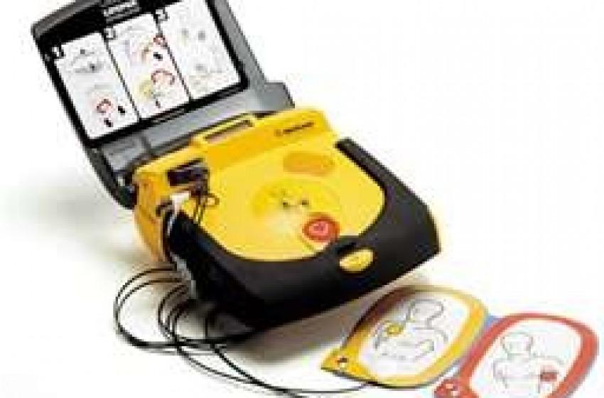 Un defibrillatore al Porto