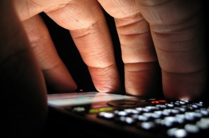 Sequestrato lo smartphone alla Stalker pescarese gelosa pazza del marito e dell'ex amica