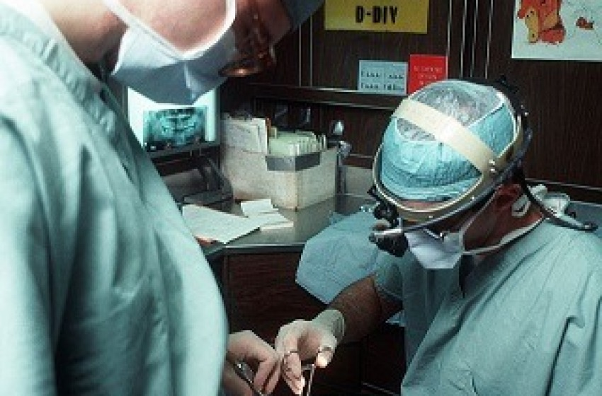 Scoperti e denunciati due falsi dentisti, sequestrato anche lo studio e attrezzature
