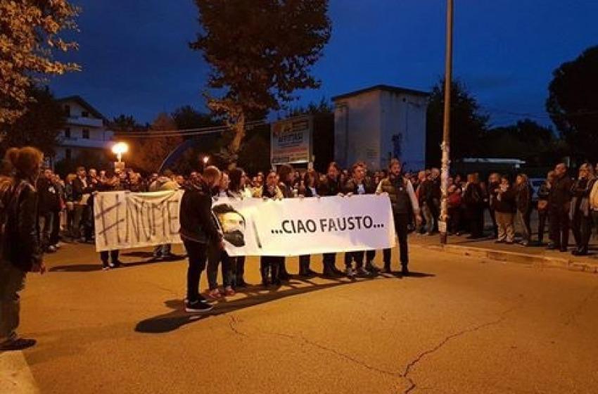 Chieti Scalo: circa 400 persone alla fiaccolata anti-violenza in memoria di Fausto Di Marco