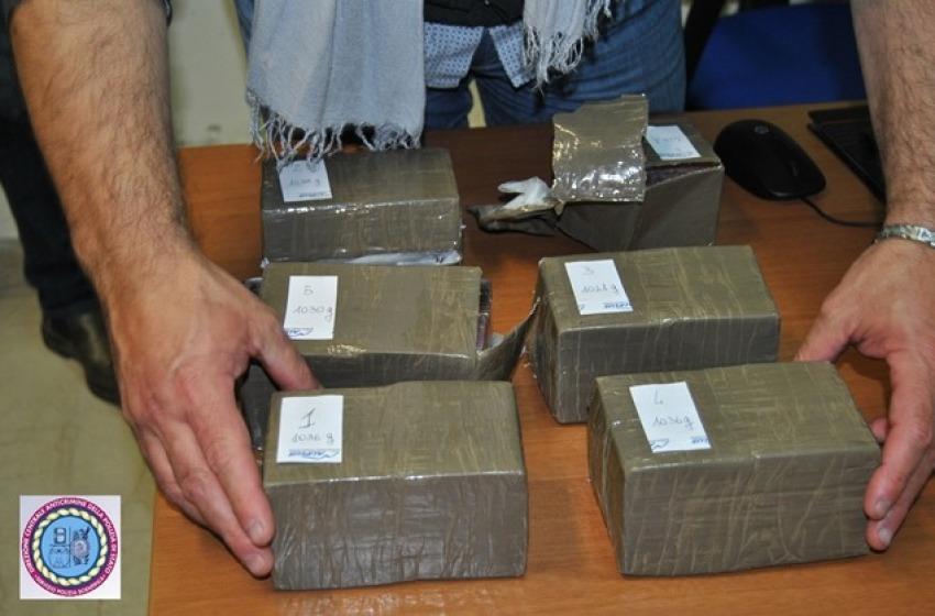Val Vibrata: sequestrate 110 tavolette di 'cioccolato' molto stupefacente