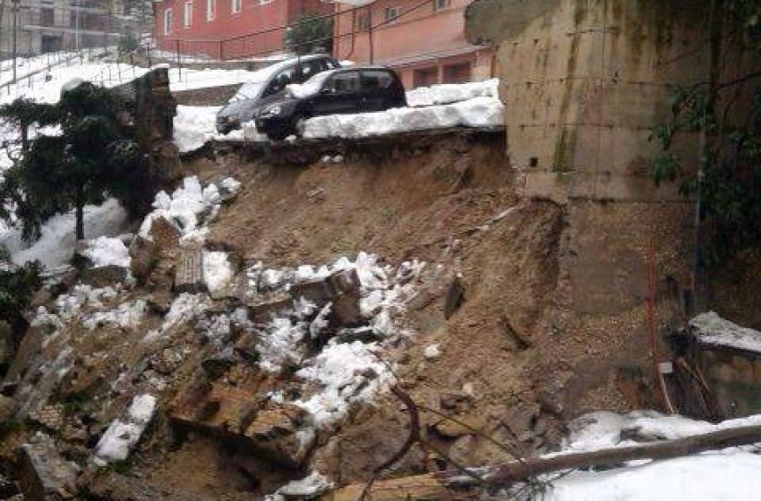 Crollato muro di contenimento in via Trieste Del Grosso. A Chieti l'emergenza continua