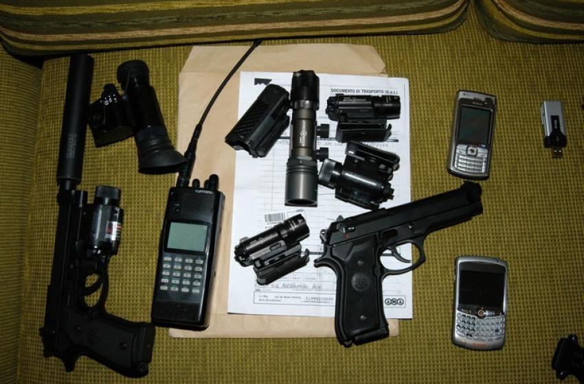 Traffico internazionale d'armi da guerra coi paesi canaglia, blitz della DDA in Abruzzo