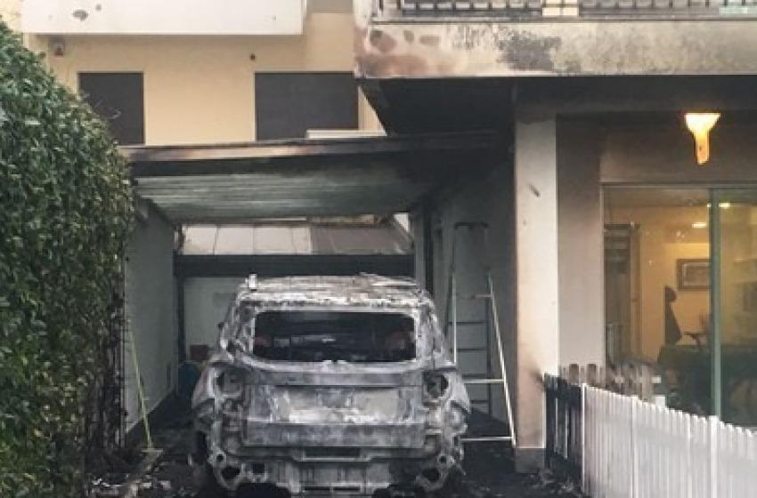 Incendio auto Sebastiani, indagati tre giovani non appartenenti al tifo organizzato