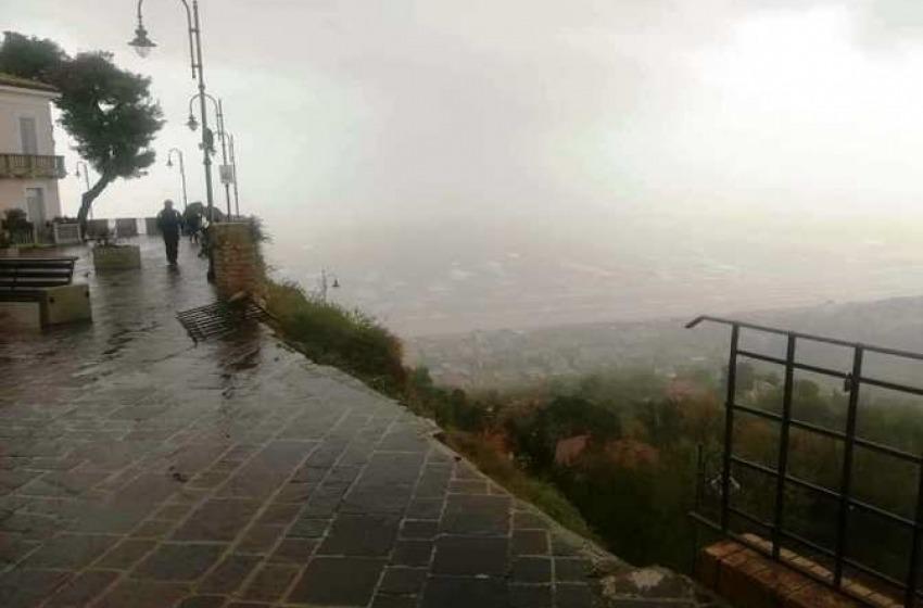 Disastro a Silvi Alta, il maltempo fa crollare il Belvedere