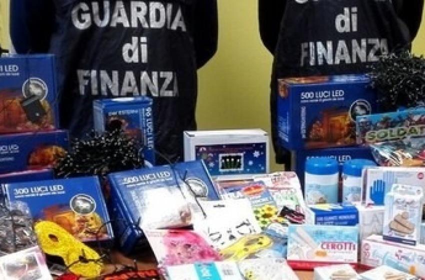 La GdF di Giulianova sequestra una montagna di giocattoli pericolosi