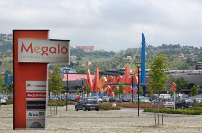 Centro Commerciale Megalò, parcheggi a pagamento nell'area di proprietà comunale