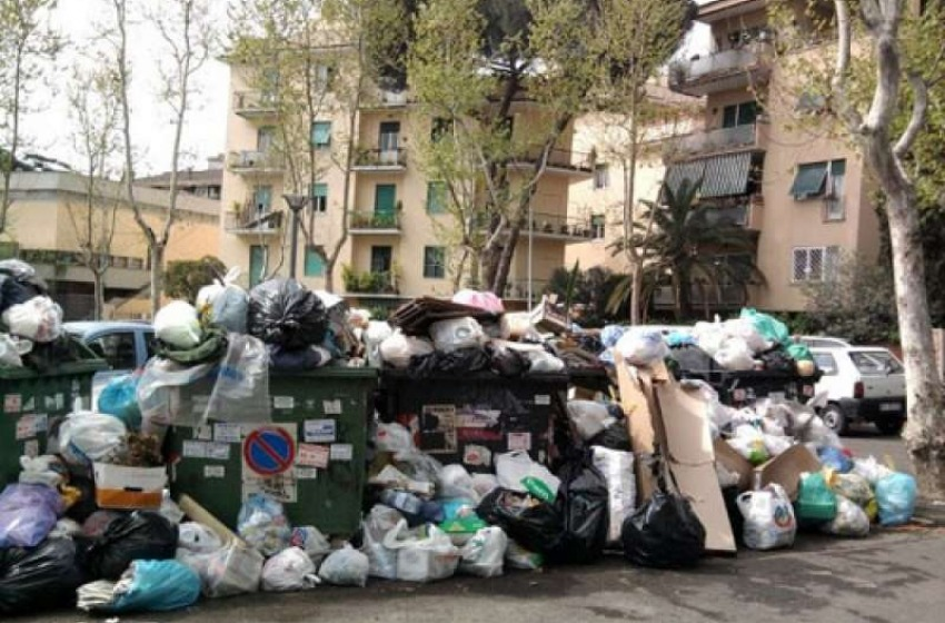 """Arrivano i rifiuti da Roma, la Giunta DAlfonso ha detto """"Sì"""" ma solo per tre mesi"""