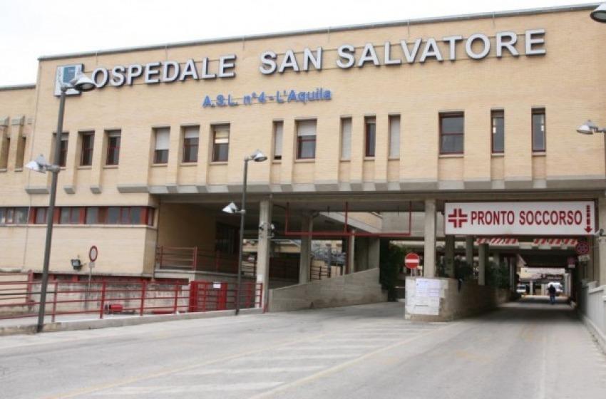 Infermiera del San Salvatore ruba 190 euro ad ignaro degente, arrestata dalla polizia