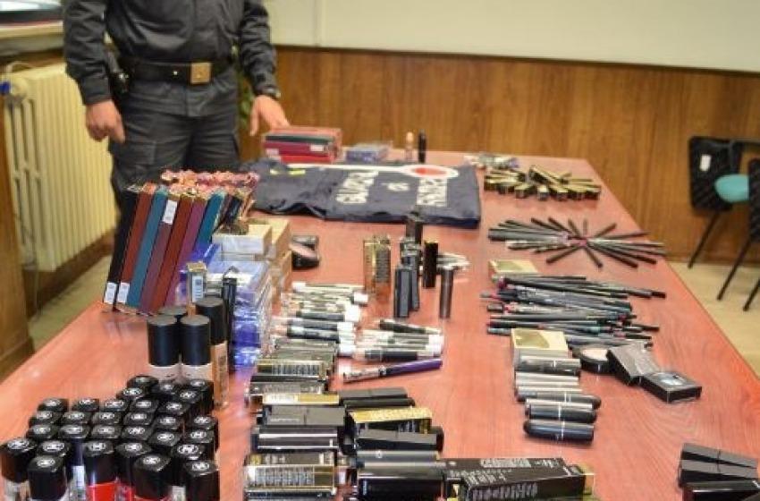 Vendeva al Mercato del Lunedì prodotti di bellezza contraffatti: denunciato 23enne