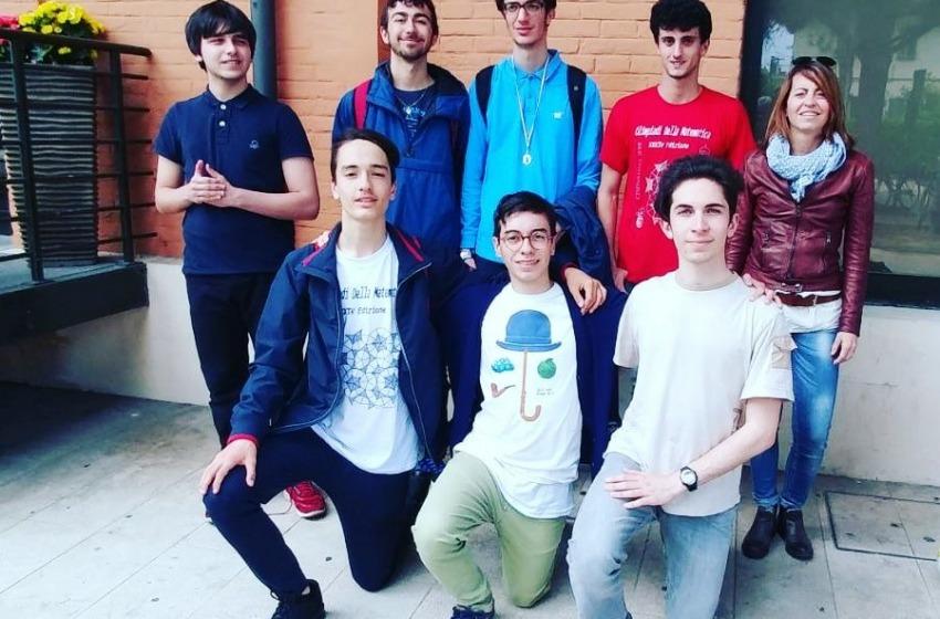 """Il Liceo Scientifico """"G. Galilei"""" di Pescara protagonista alle Olimpiadi di Matematica"""
