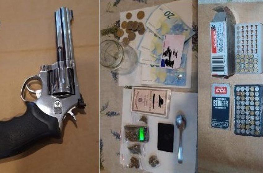 Pescara: in casa con una pistola rubata, 70 pallottole e droga. Arrestato 24enne