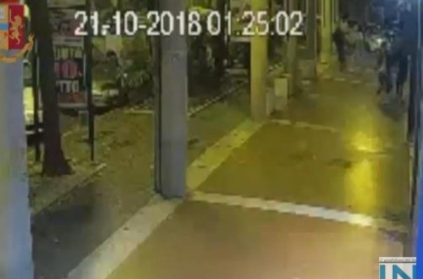 """VIDEO - """"Baby Gang"""" aggredisce e rapina coppia di fidanzatini in centro"""