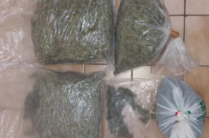 Pusher disoccupati arrestati dai Carabinieri con tre chili di droga