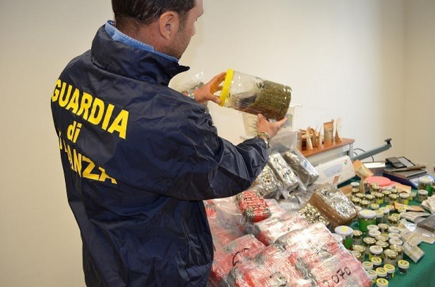 """Controlli al Canapa Store di Pescara: sequestrati 37 Kg di """"fumo"""", una persona arrestata"""