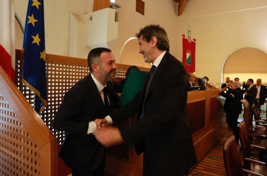 Lorenzo Sospiri, 44 anni, e' il nuovo presidente del Consiglio regionale