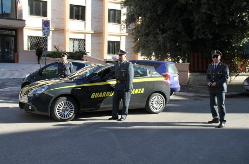 Evasione fiscale da 700.000 euro. Sequestrati conti correnti e villa a vignaiolo