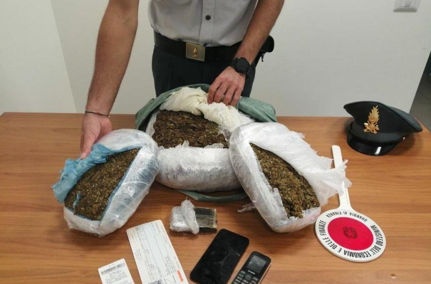 Marijuana nella borsetta: arrestata straniera con 5Kg.
