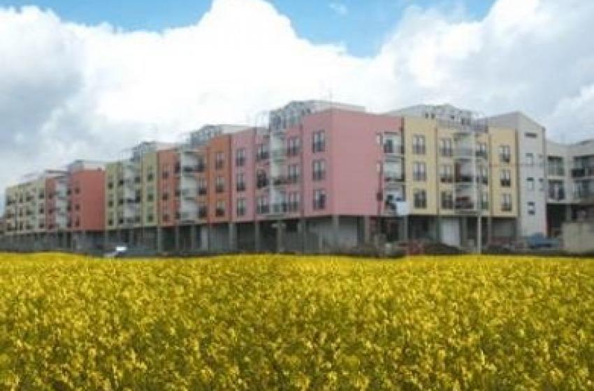 Assegnazione alloggi popolari: la legge della Regione Abruzzo e' discriminante?
