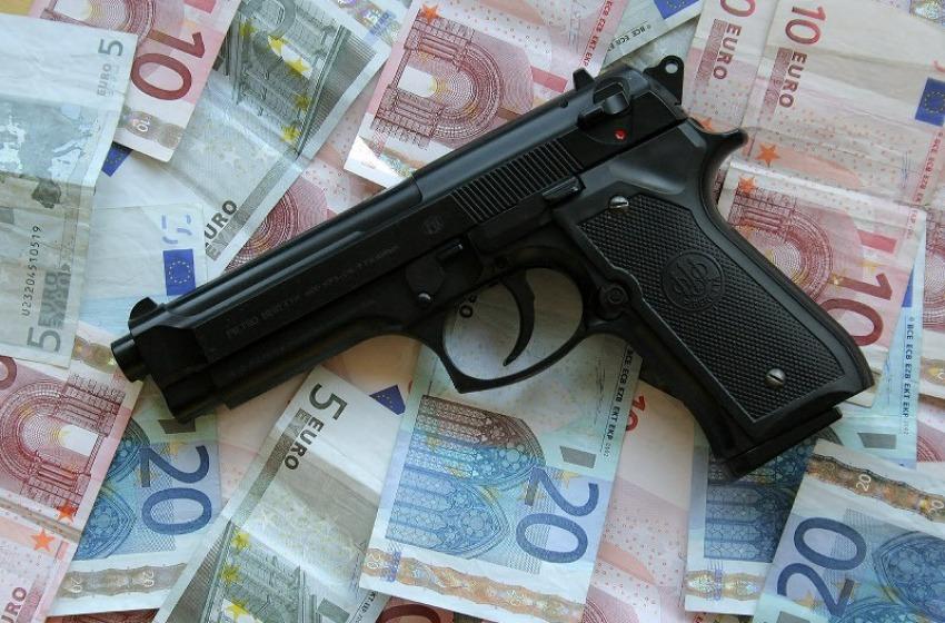 Bandito in fuga con 20mila €