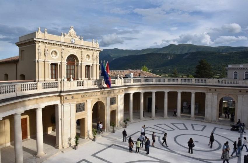 Collaboratore positivo al Covid-19, salta il Consiglio regionale Abruzzo