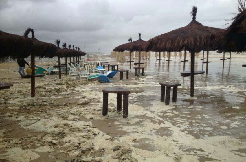 Spiagge devastate da Medea