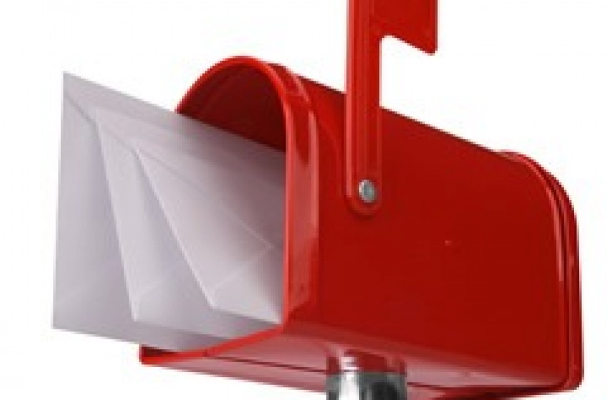 Ruba la posta. Denunciato
