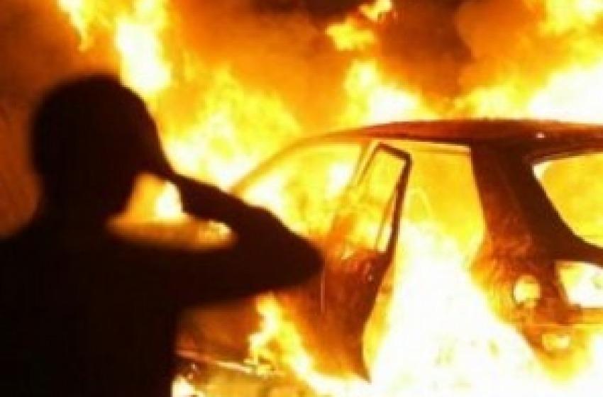 Autovettura data alle fiamme