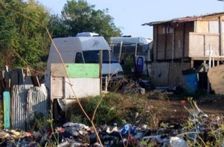 Ladri teenager dal campo rom