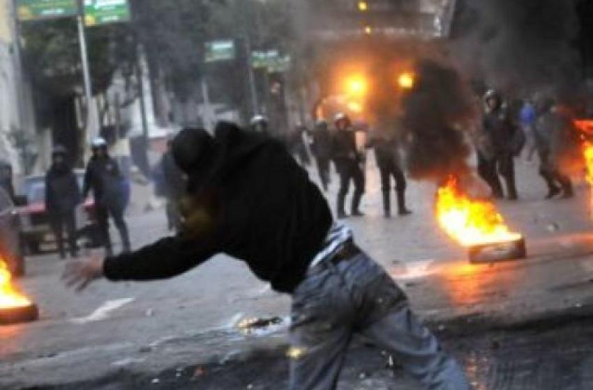 Scontri e feriti al Cairo