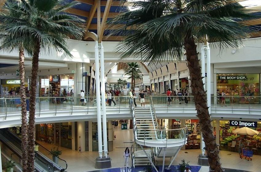 Commercianti contro centro commerciale