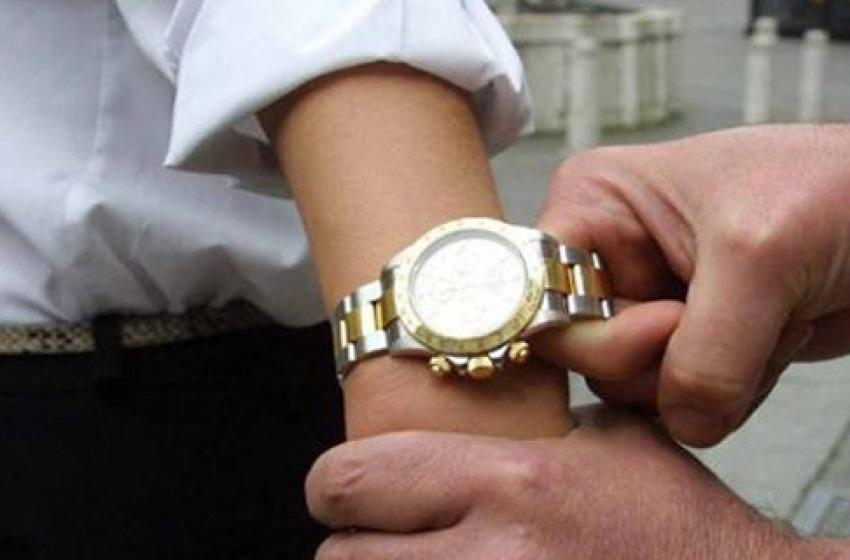 Banda dei Rolex rapina coppia in via Acquacorrente