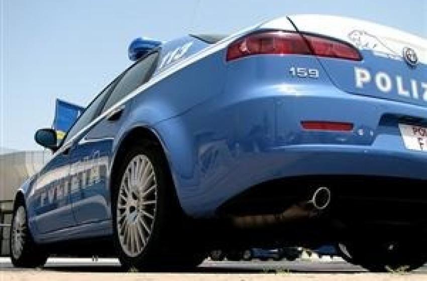 Furto all'Itis. Polizia ritrova 46 notebook dentro garage