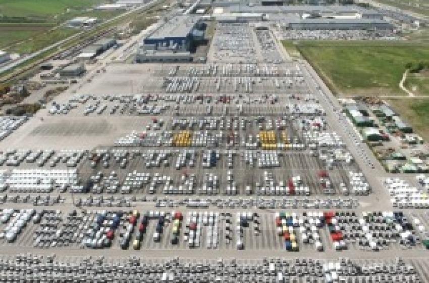 Export negativo nel 2103. Tiene esportazione mezzi trasporto