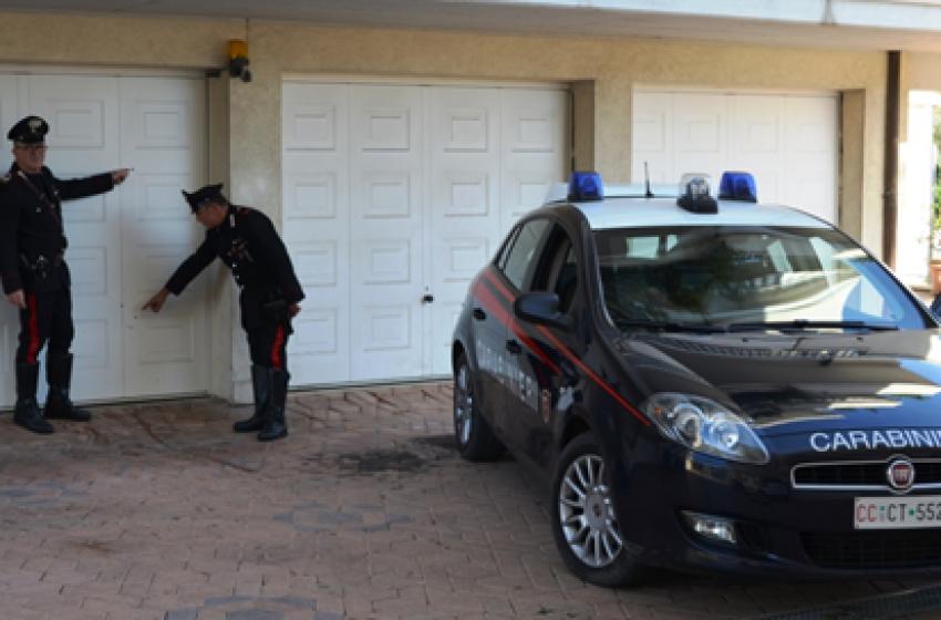 Cinque pallottole contro un garage del Villaggio Alcyone