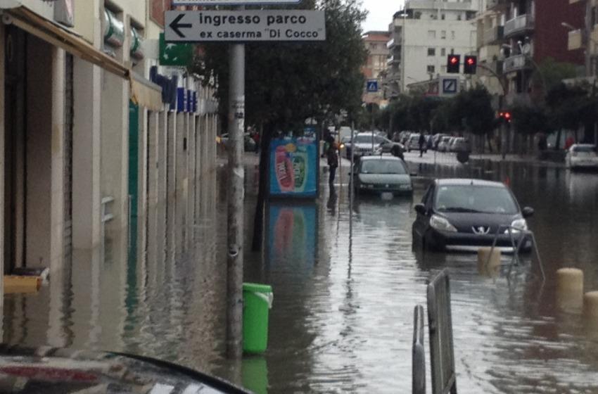 Uffici, magazzini, garages e negozi sommersi dall'acqua