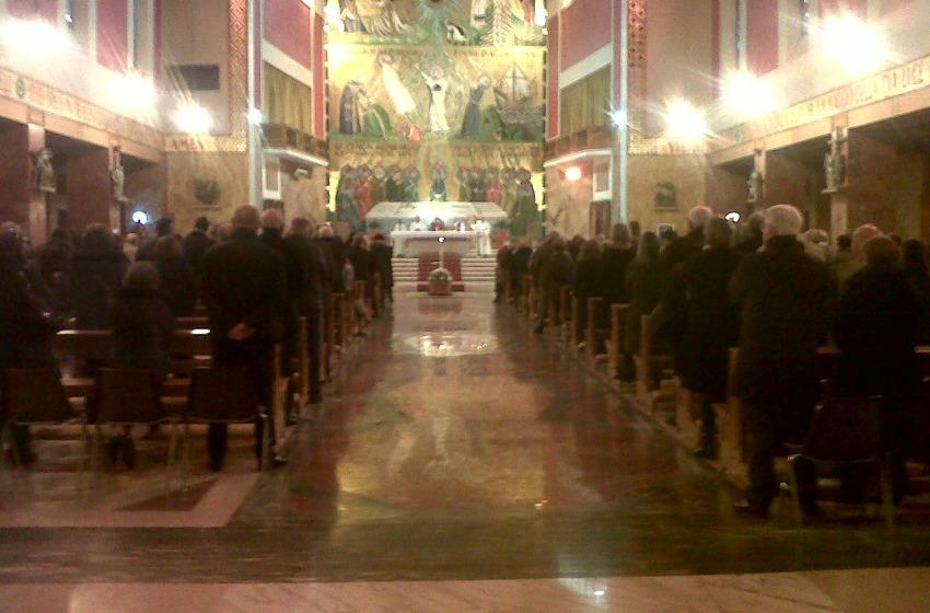 Una folla immensa per l'ultimo saluto al magistrato Luigi Fimiani
