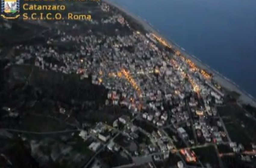 "Montagne di ""Neve"" per la 'Ndrangheta. Stroncato traffico dal Brasile"