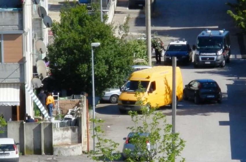 """Blitz nella """"Scampia"""" di Montesilvano. Arrestati quattro pusher"""