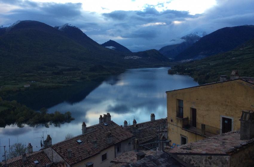 Tesori d'Abruzzo, il borgo Barrea e il suo meraviglioso lago