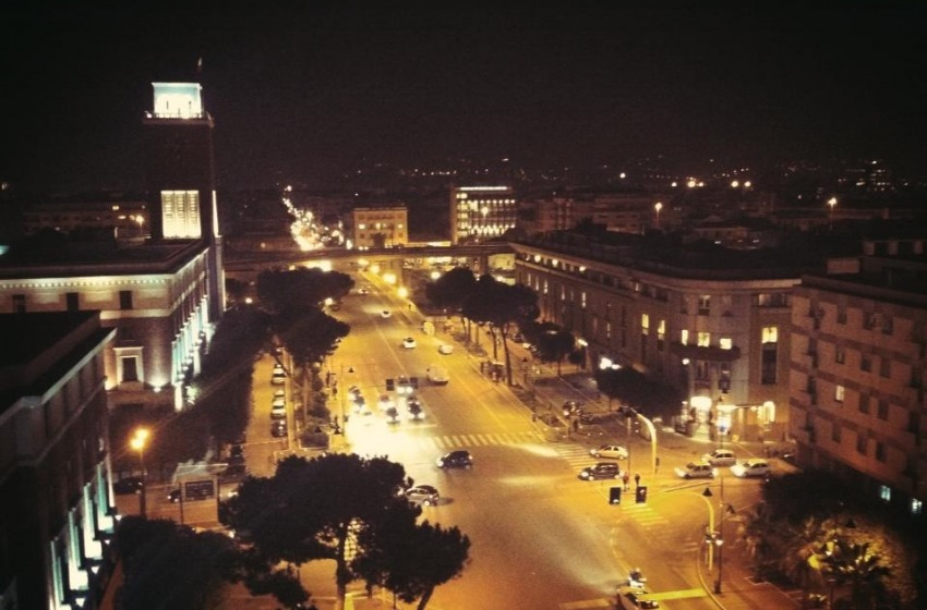 Schianto moto-autobus: 30enne perde la vita in Corso Vittorio
