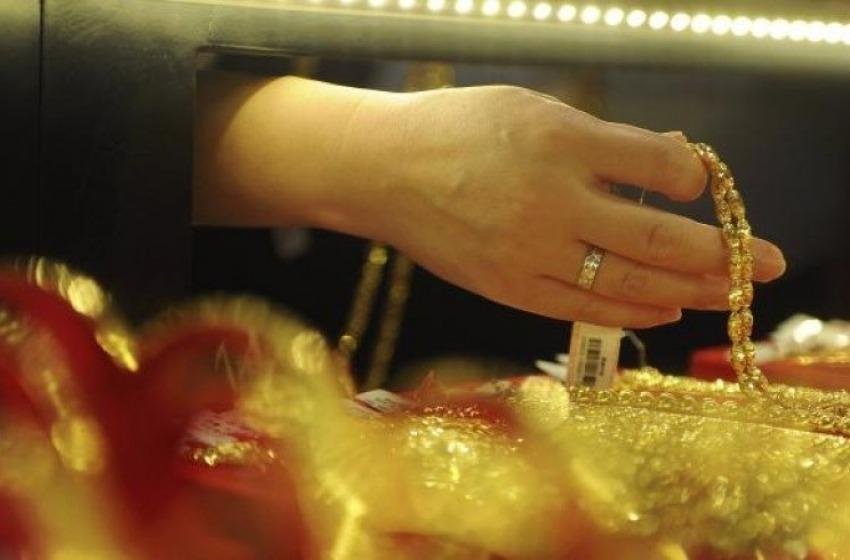 Rapina di preziosi al punto vendita Sarni Oro (Centro Delfino)