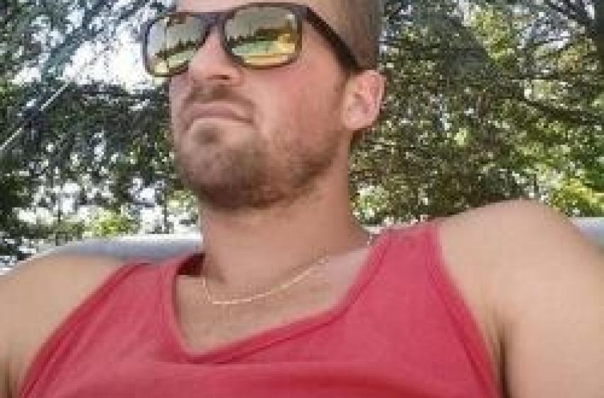Contro un albero per evitare i ciclisti: morto Matteo Santucci