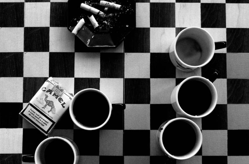 Caffe, sigarette e ...fucilate!