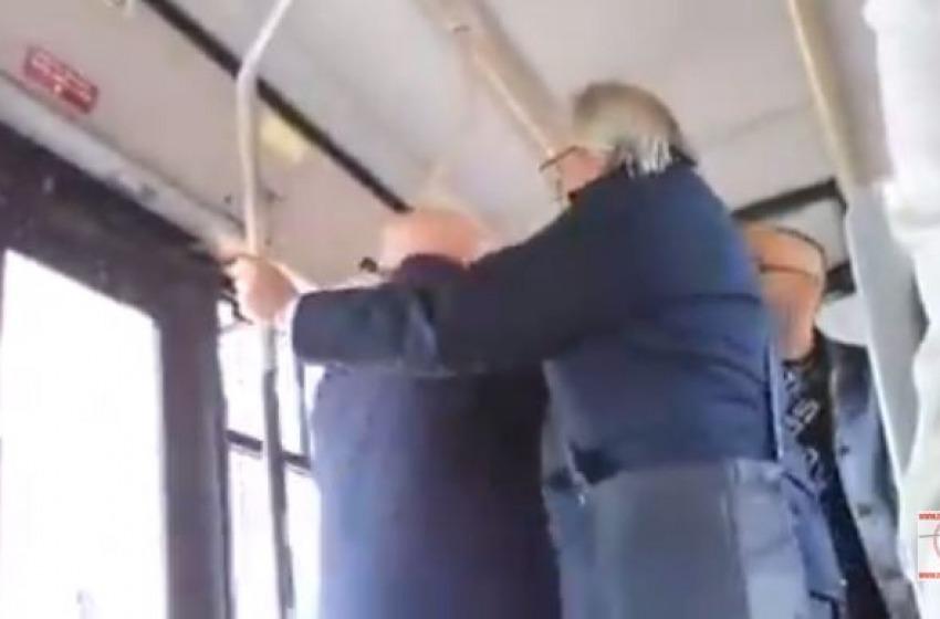 Il video del controllore autobus impazzito